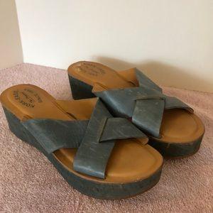 Kork-Ease sz 9 blue leather wedge. 21/2 heel